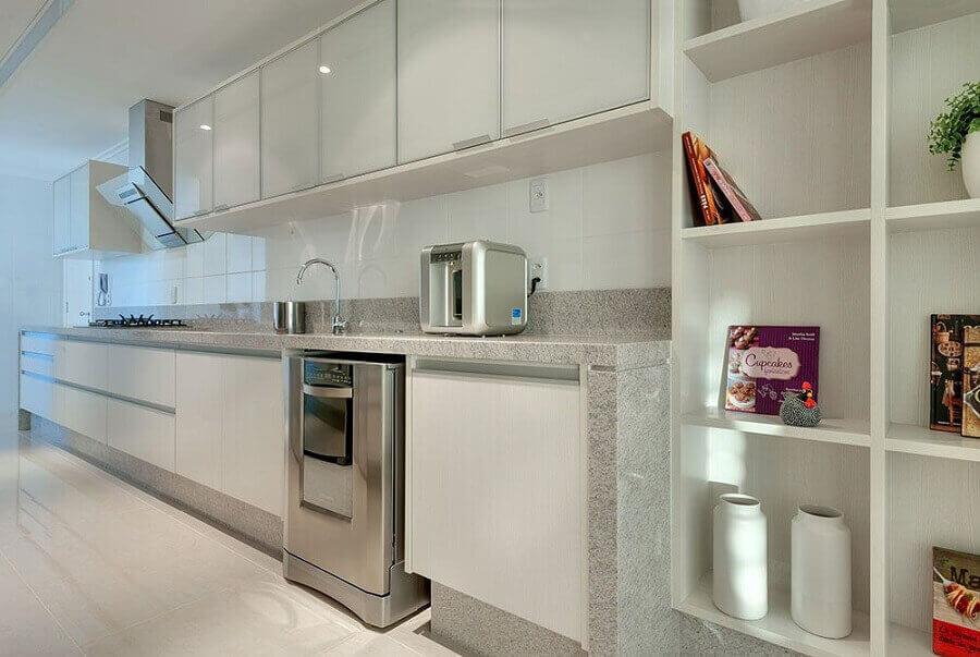 Granito branco Ceará para decoração de cozinha planejada toda branca Foto Correta Retiro