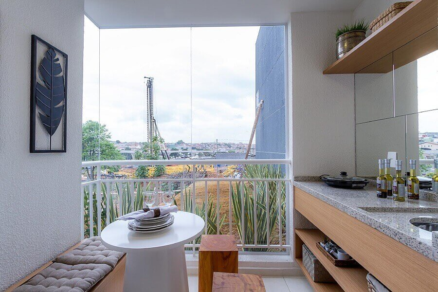 Granito branco Ceará para decoração de varanda gourmet Foto IDEA Brasil