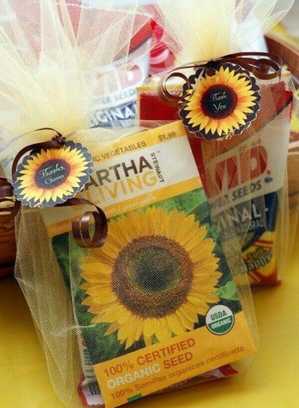 Lembrancinhas criativas e baratas para decoração de aniversário simples com tema girassol. Fonte: Pinterest