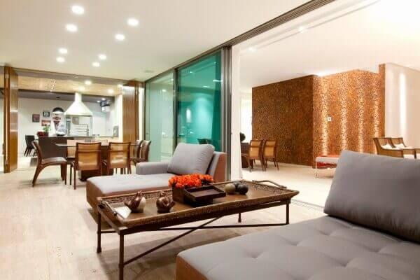 Os modelos de portas de vidro temperado separam os ambientes