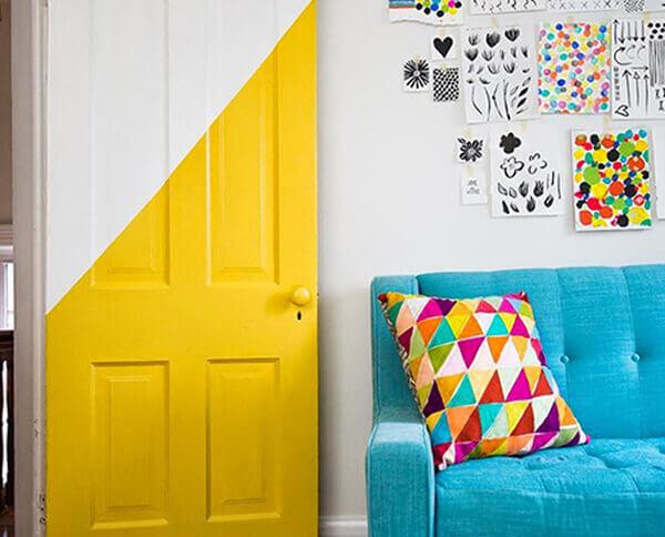 Os modelos de portas diferentes podem receber efeitos com tintas coloridas