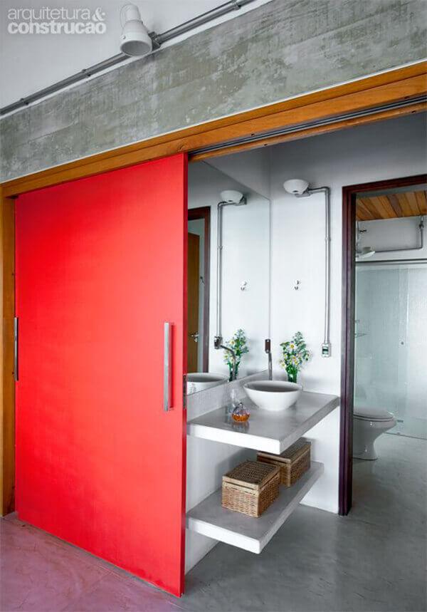 Os modelos de portas para banheiro podem ser de correr