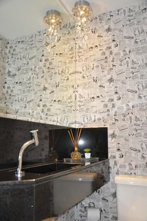 Papel de parede para lavabo de jornal