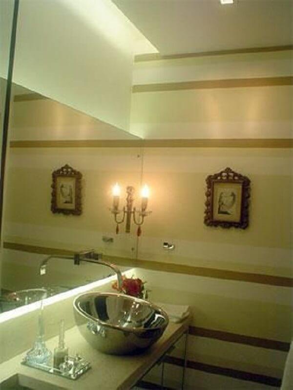 Papel de parede para lavabo listrado