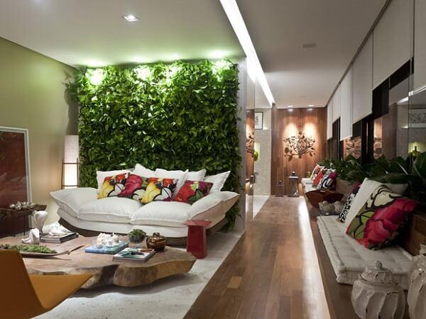 Plantas para sala em paredes verdes