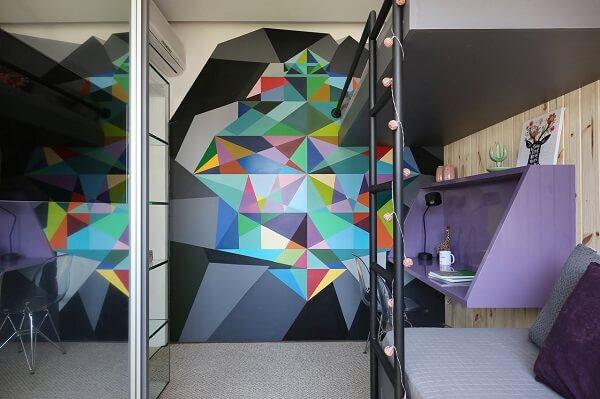 Roxo em nicho e parede colorida