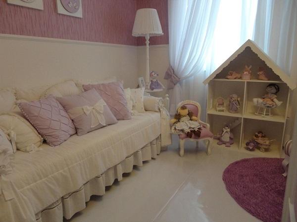 Roxo em tapete de quarto para criança