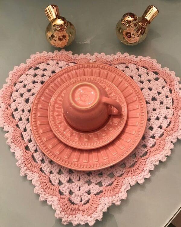 Sousplat de crochê em formato de coração