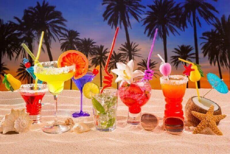 bebidas coloridas para festa luau decorada Foto Casa e Festa