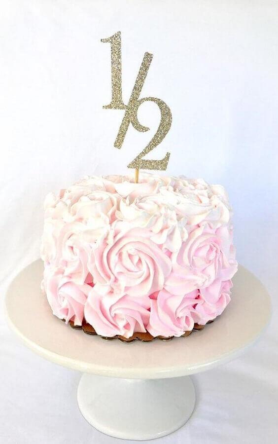 bolo mesversário rosa com plaquinha de número no topo Foto Etsy