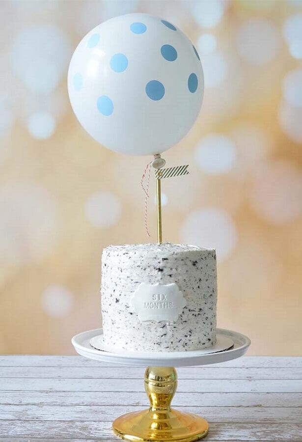 bolo mesversário simples decorado com bexiga no topo Foto Neu dekoration stile