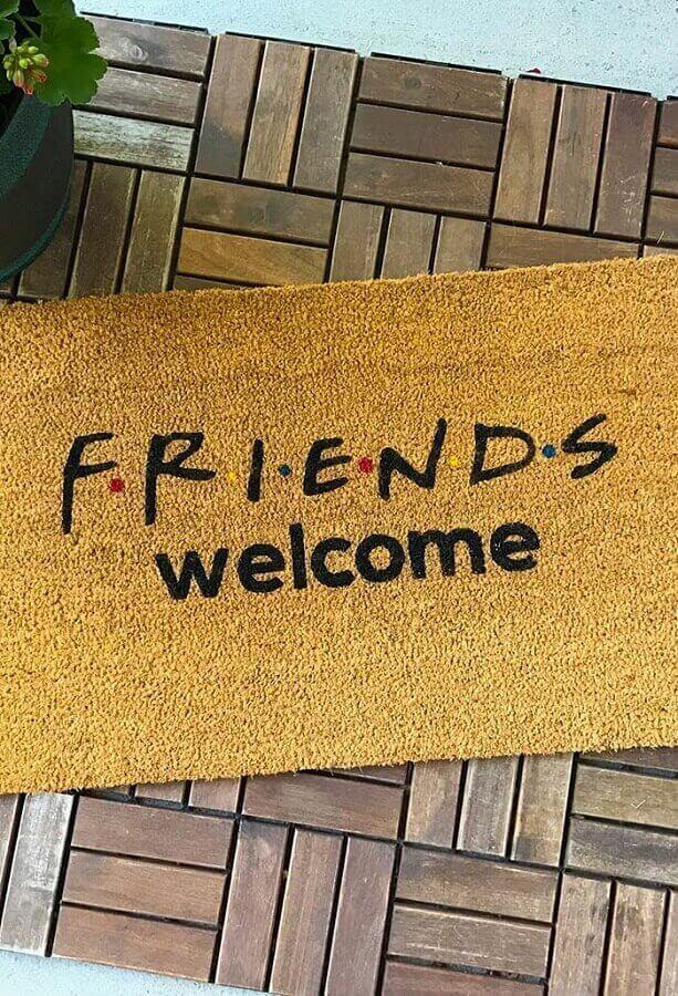 capacho de porta divertido com referência ao seriado Friends Foto Tamparoofer