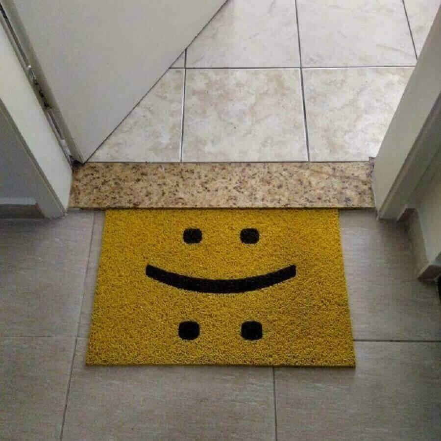 capacho divertido amarelo com carinha triste e alegre Foto Pinterest