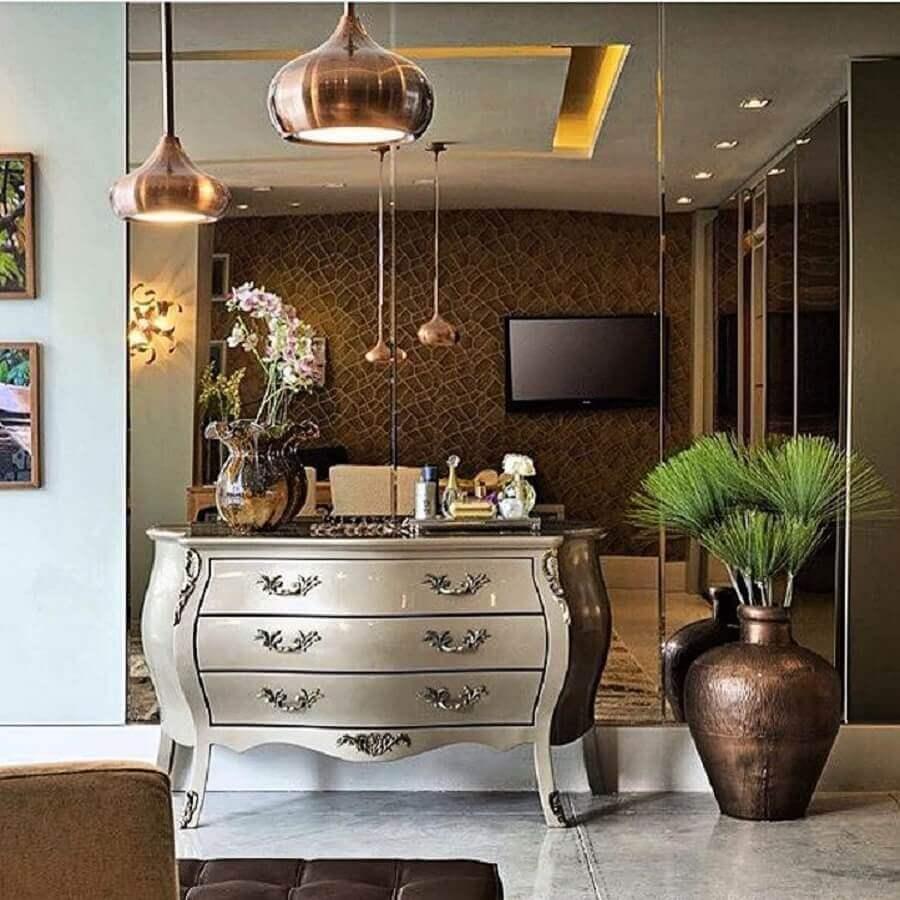cobre na decoração com luminárias e parede espelhada Foto Rajamala Furniture