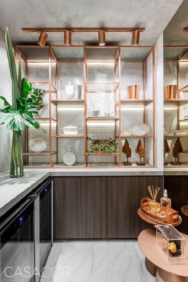 cobre na decoração de cozinha planejada com spots de luz Foto Pinosy