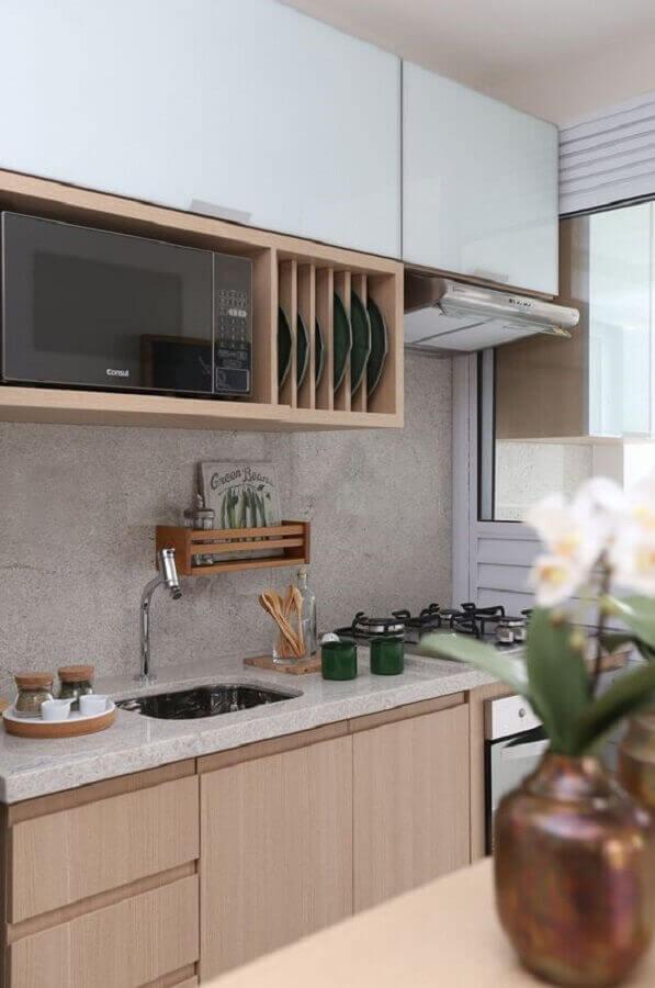 cozinha planejada com armários de madeira clara e granito branco Itaúnas Foto Melhor Cozinha