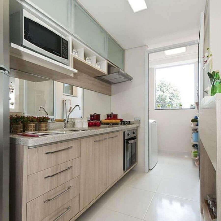 cozinha simples decorada com bancada de granito branco Foto Massu Malheiro