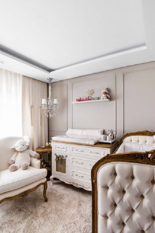 decoração clássica com lustre para quarto de bebê  Foto Jéssica Amaral Cordeiro