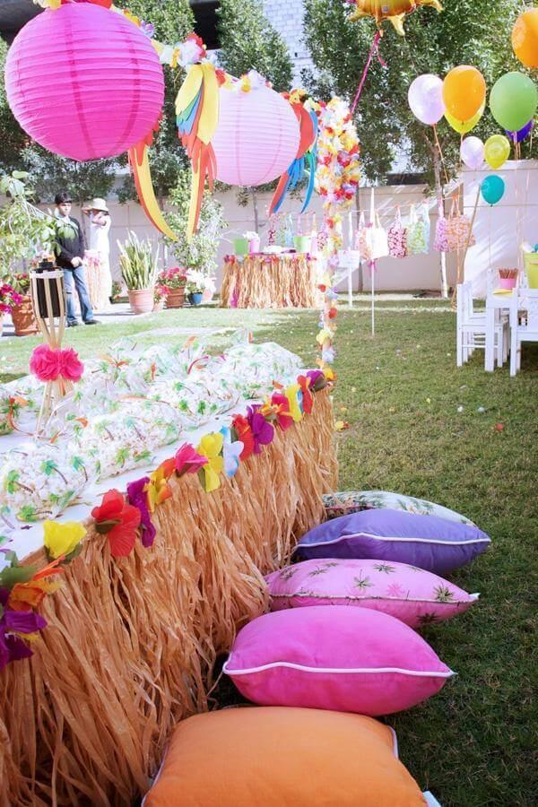 decoração coloridas para festa havaiana luau Foto Andrea Velame