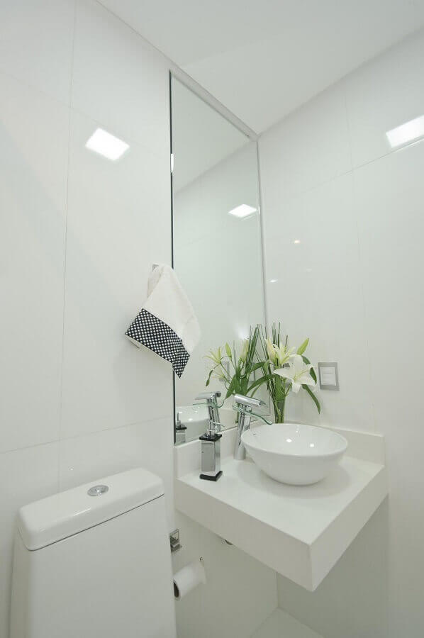 decoração com cuba pequena para lavabo todo branco Foto Érica Salguero