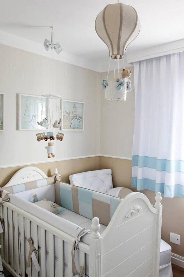 decoração com lustre balão para quarto de bebê azul e bege Foto Ideias de Casa