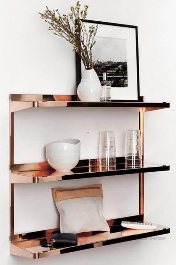 decoração com prateleiras na cor cobre Foto Shelves Design