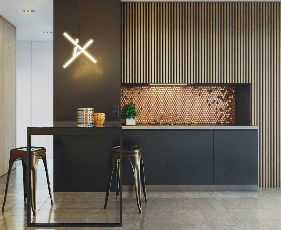decoração de cozinha moderna com revestimento na cor cobre Foto YellowHome