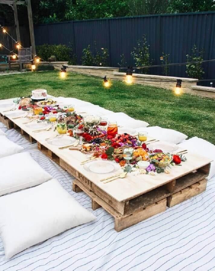 decoração de festa luau com pallets e almofadas Foto Garden Decor
