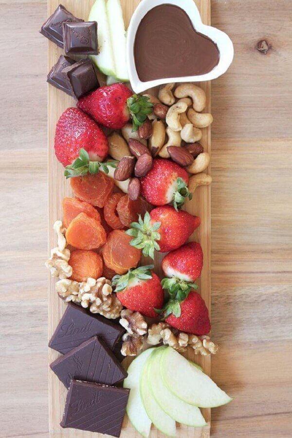 decoração de mesa com frutas e chocolates Foto Why Santa Claus