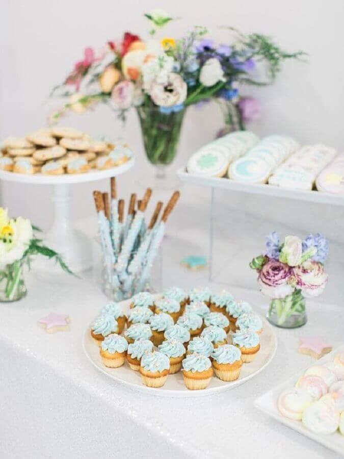 decoração de mesa de docinhos para mesversário Foto 100 Layer Cakelet