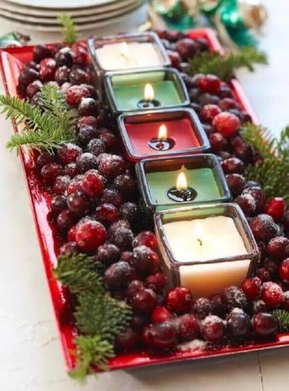 decoração de mesa de natal de frutas vermelhas e velas Foto Etsy