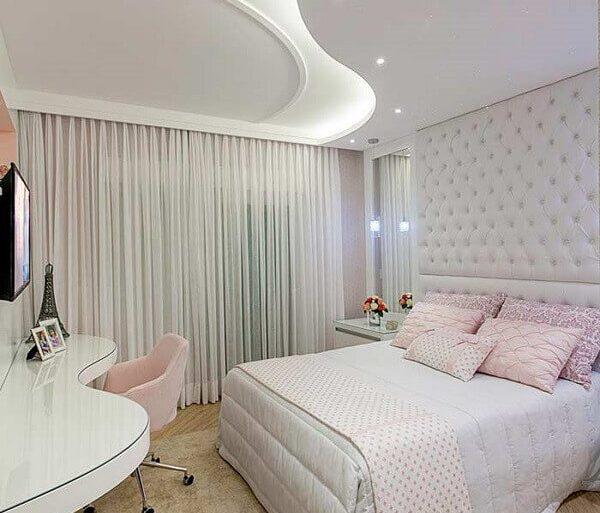 decoração de quarto com teto de gesso curvilíneo Foto Aaron Guide