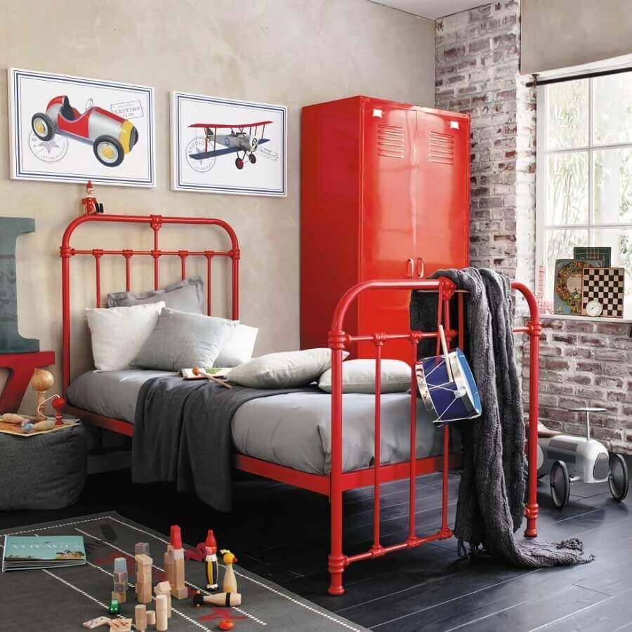 decoração de quarto infantil em tons de vermelho e cinza Foto Pinterest