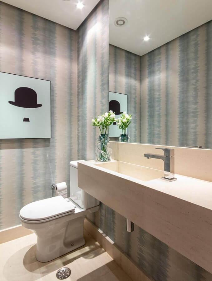 decoração em tons neutros com cuba para lavabo com papel de parede  Foto Marília Veiga
