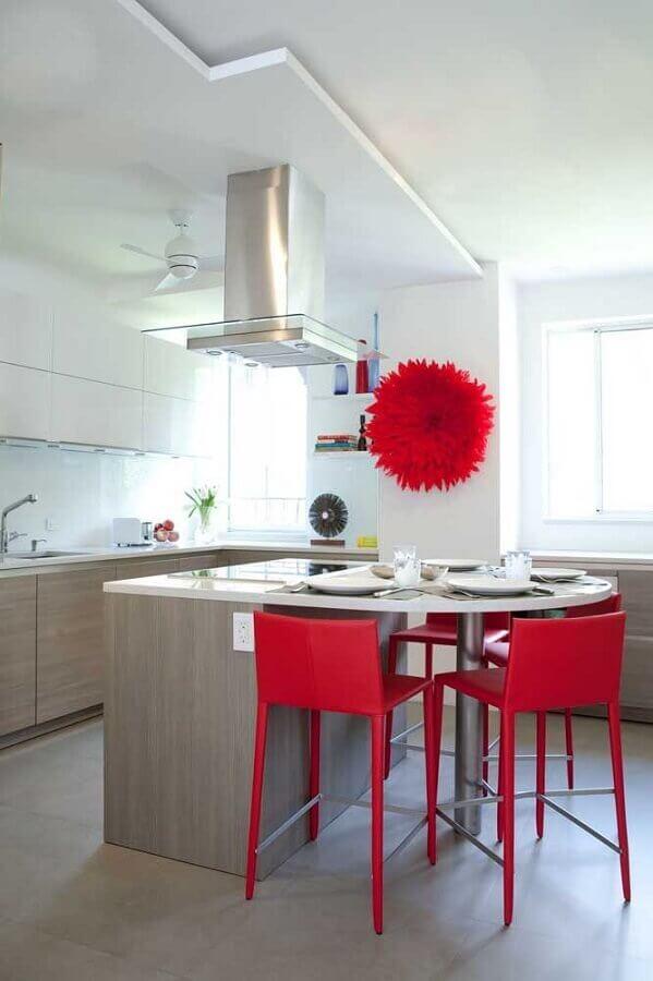 decoração para cozinha vermelha e branca com ilha e armários planejados Foto Pinterest