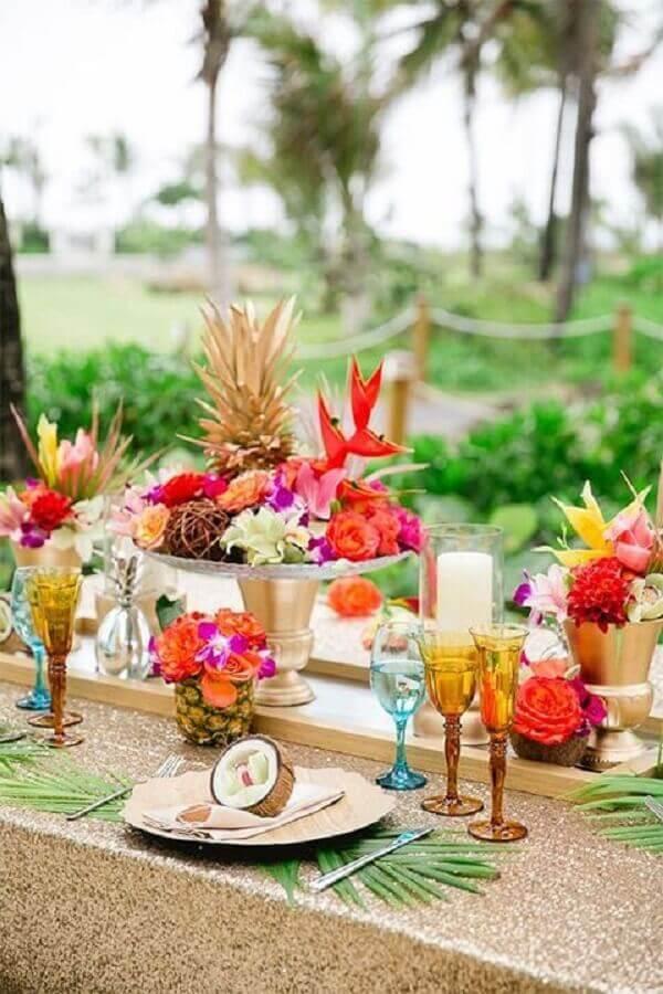 decoração para festa luau com arranjo de flores Foto Fashion and Wedding