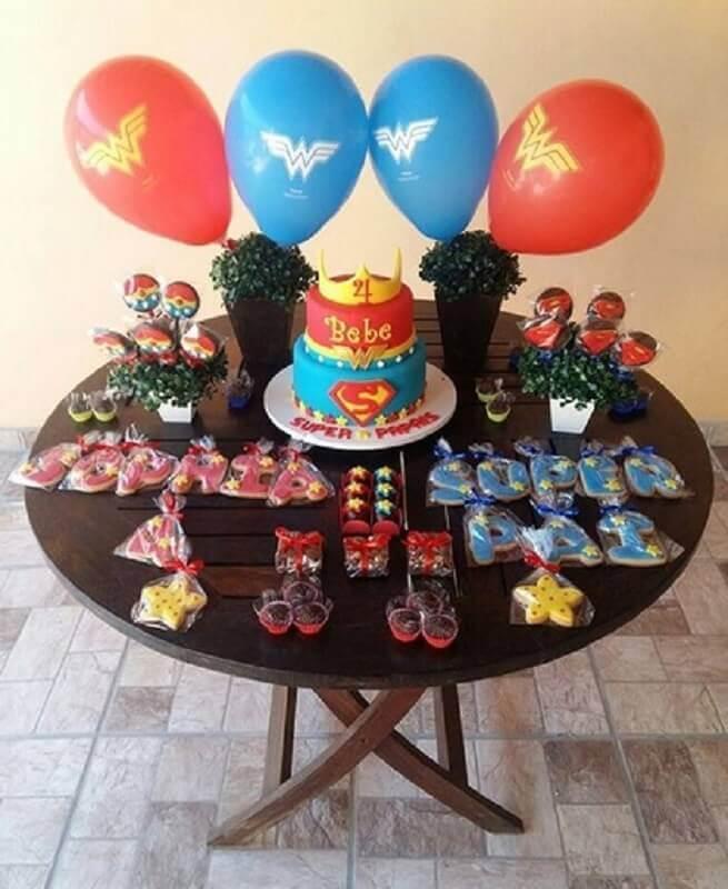 decoração para mesversário com tema super heróis Foto Cup Cakes da Mila
