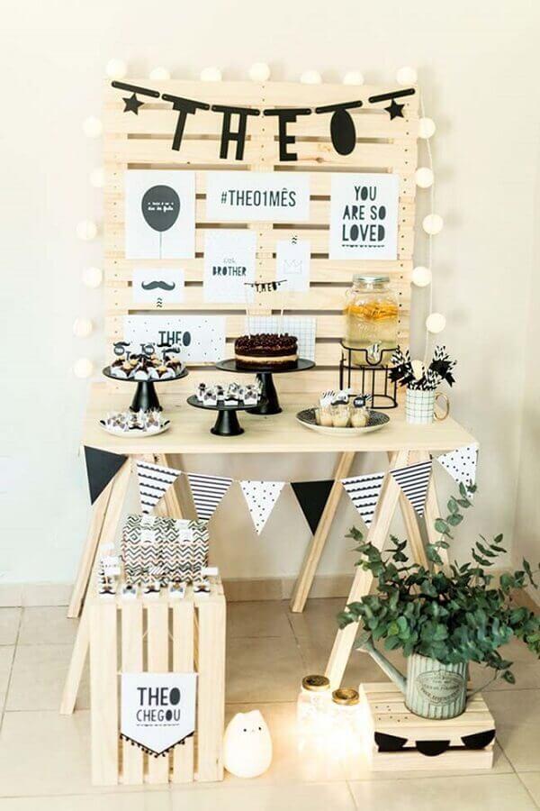 decoração rústica para mesversário de menino Foto Moms Inspire Blog