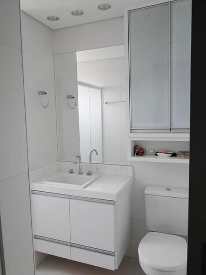 decoração toda em branco com armário para lavabo com cuba Foto Pinterest