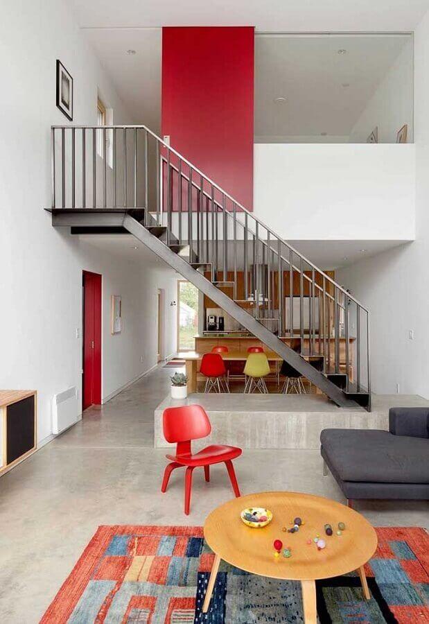 decoração vermelho e branco para casa com piso de cimento queimado Foto Pinterest