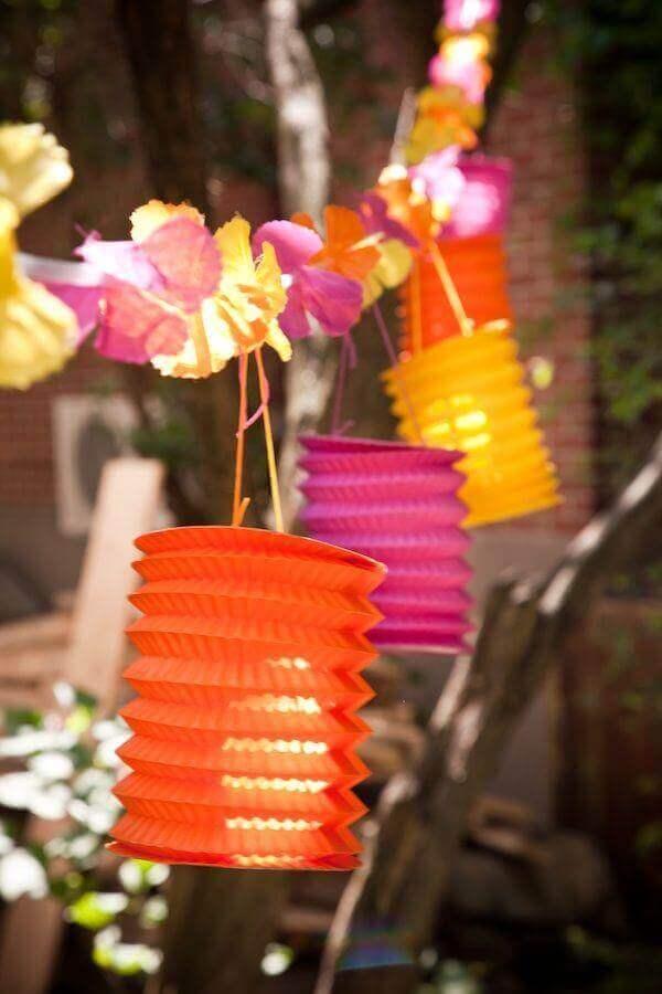 festa luau decorada com luminárias coloridas Foto Tatiana Castro