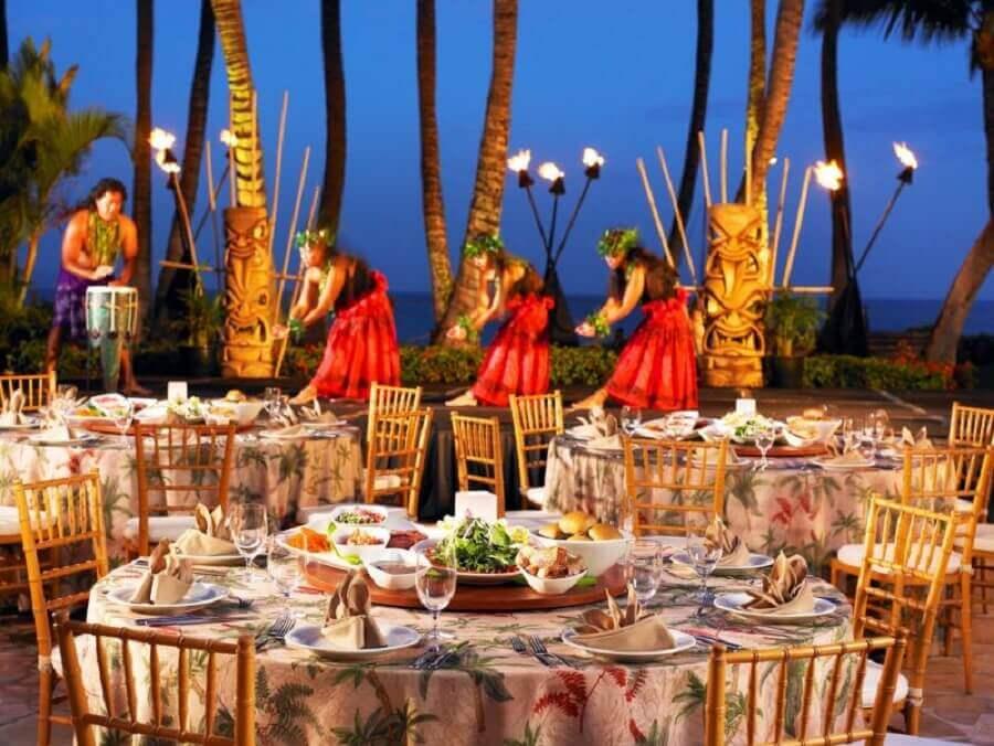festa luau decorada com tochas de fogo Foto Casa e Festa