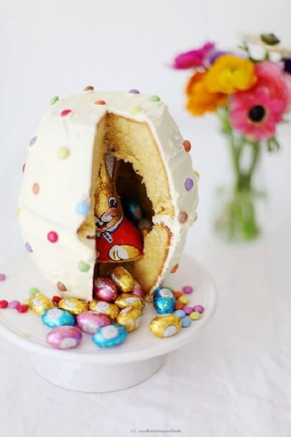 ideias de páscoa com bolo recheado de coelhinho de chocolate Foto Mil Dicas de Mãe