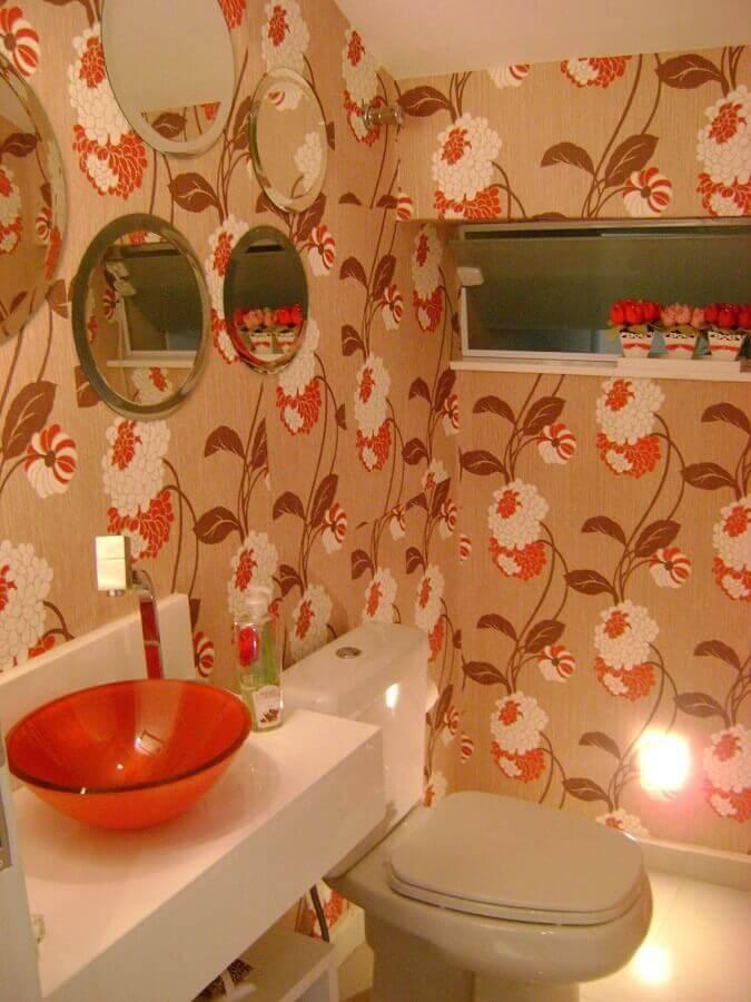 lavabo decorado com papel de parede e cuba de acrílico Foto Natalia Sundfeld Siqueira