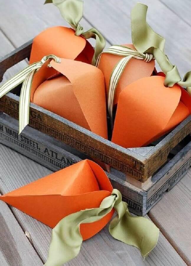 lembrancinhas de páscoa com cenouras de dobradura Foto Pinterest