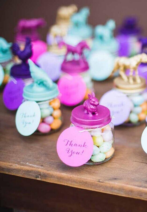 lembrancinhas de páscoa com potinho de bala com tampa personalizada  Foto Pinterest