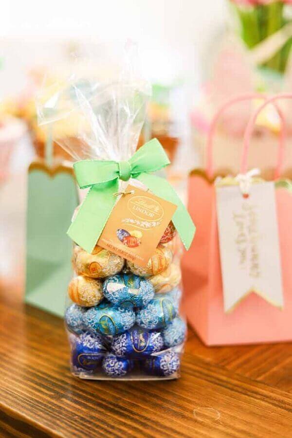 lembrancinhas de páscoa com sacolinha com pequenos ovos de chocolate Foto Air Freshener