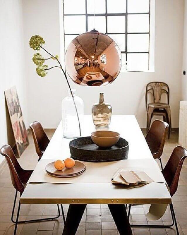 luminária pendente na cor cobre para decoração de sala de jantar Foto Elle