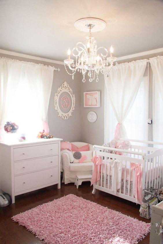 Lustre para quarto de bebê com cortina