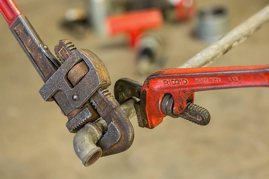 manutenção no encanamento
